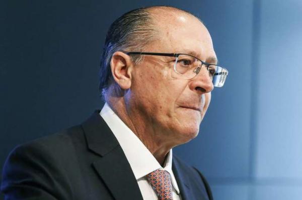 Alckmin recua e condena tiros contra ônibus de Lula