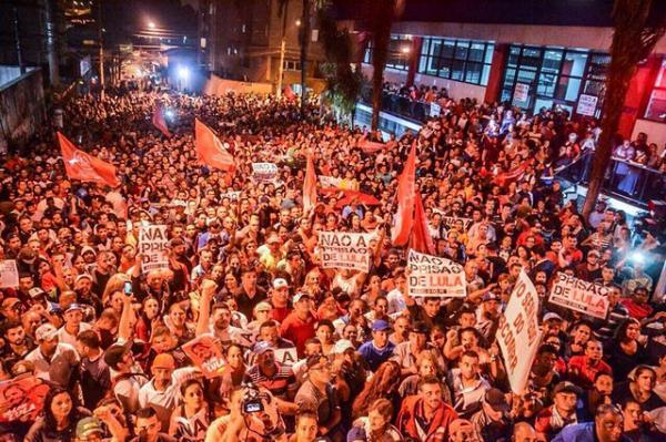 Ato em solidariedade a Lula reúne milhares em São Bernardo do Campo