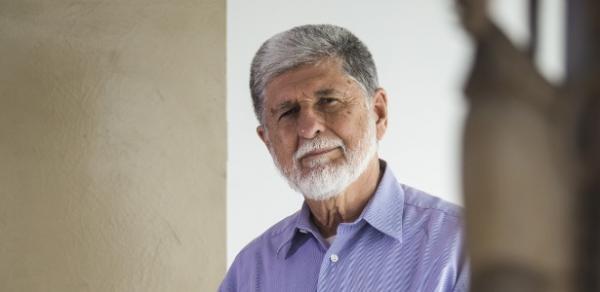 'Como ex-chanceler, me sinto envergonhado', diz Amorim sobre prisão de Lula