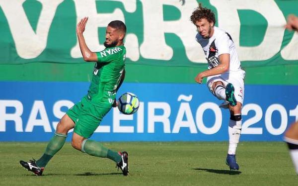 Chape sai na frente no primeiro tempo, mas Vasco arranca empate em Chapecó
