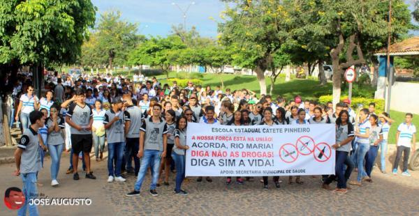 RIO MARIA: ESTUDANTES FAZEM CAMINHADA CONTRA USO DE DROGAS