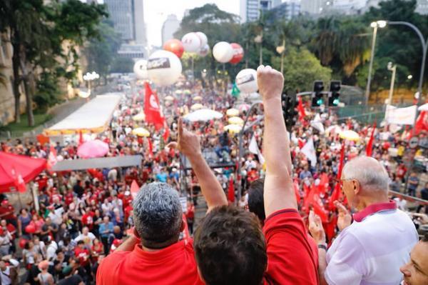 Ato 1º de Maio em São Paulo é marcado por protestos e união histórica entre centrais