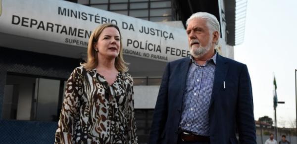 Lula é autorizado a receber visitantes além da família; Gleisi e Wagner são os primeiros