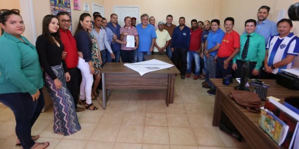 Prefeito assina ordem de serviço para ampliação e restauração do perímetro urbano de Tucumã