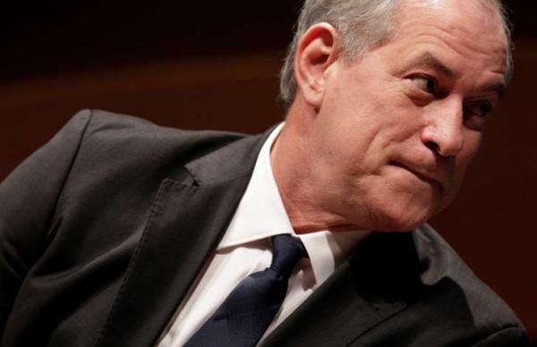 Ciro critica Bolsonaro e promete revogar medidas 'golpistas' de Temer