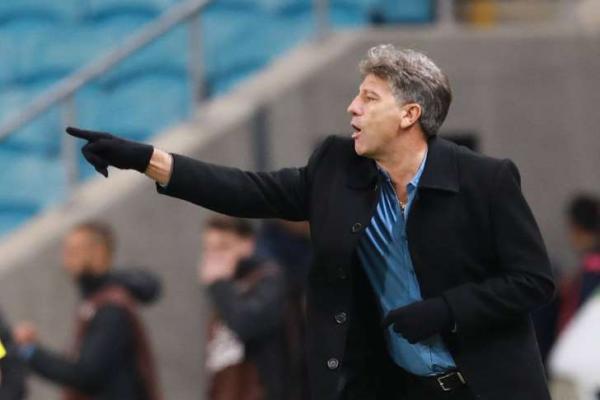 Renato detona gramado da Arena do Grêmio após vitória sofrida
