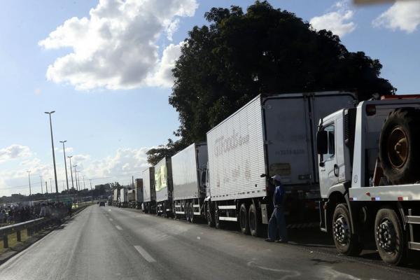 PRF não aplicou nenhuma multa autorizada pelo STF a caminhoneiros