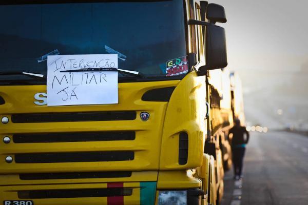 Reação de militares a protesto causa preocupação na cúpula do governo