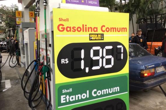 Posto vende gasolina a R$ 1,96 em protesto e sem imposto