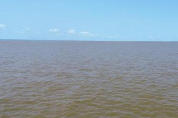 Lancha com passageiros naufraga em Santarém