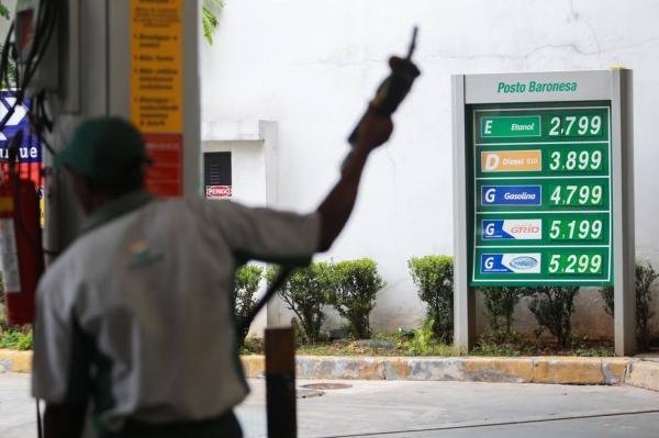 Gasolina em São Paulo sobe até 26% após greve de caminhoneiros