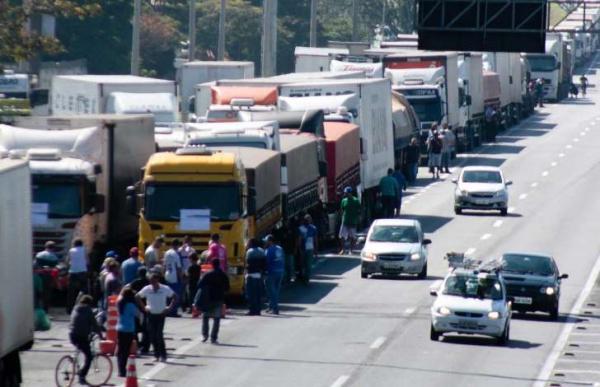Promessas a caminhoneiros enfrentam resistências e podem parar na Justiça