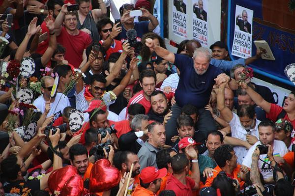Lula pode exercer atos de campanha, mesmo preso?