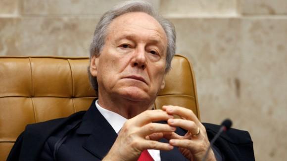 Lewandowski proíbe governo de privatizar empresas sem autorização do