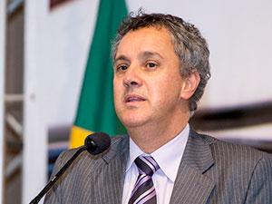 Gebran Neto derruba decisão de desembargador e mantém Lula preso