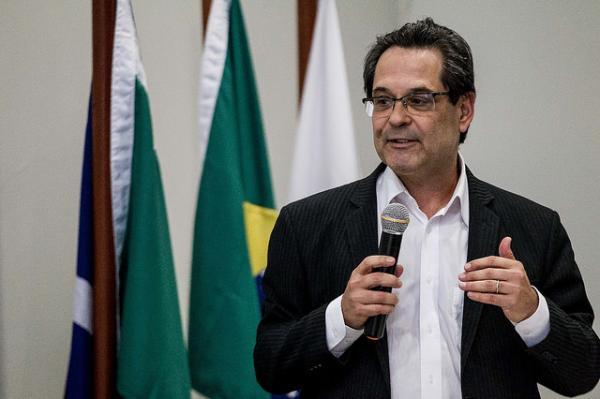 """""""Judiciário está cuspindo na Constituição"""", afirma Marcelo Neves"""