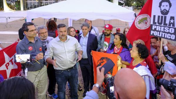Militantes em greve de fome recebem apoio de parlamentares