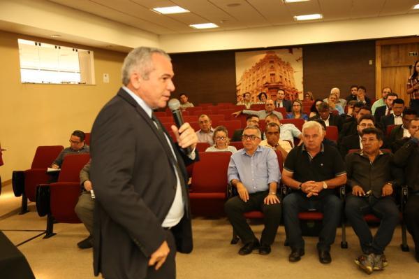 Famep reúne gestores municipais e presidente do TCM para falar sobre LRF