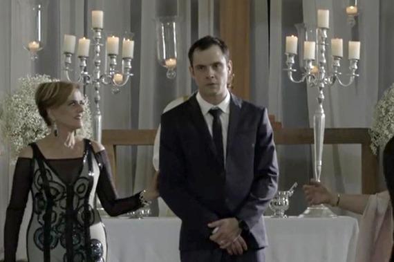 Gael tem crise de ciúmes ao ver Clara e Renato juntos