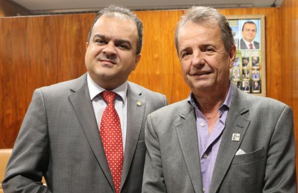 Xinguara: Beto Salame faz apelo e cria problemas com o prefeito Osvaldinho. Assista o Vídeo