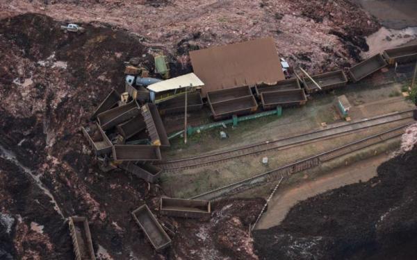 Sobrevoo na barragem em Brumadinho (Full HD)