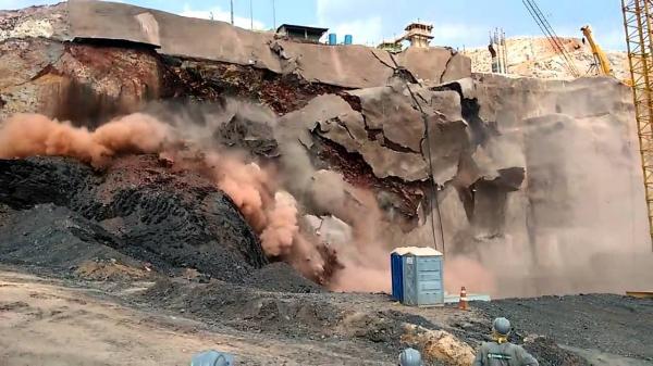 Momento Exato do Rompimento da Barragem de Mariana em 2015